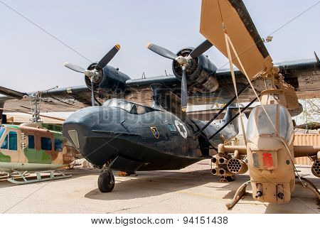Bell Huei Ah-1G Cobra  Helicopter End Pby Catalina Aircraft