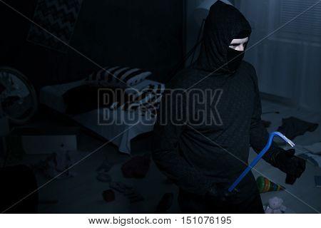 This Burglar Is A Professional
