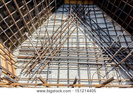 Basic profile made of bended and tied reinforcing rod in a square shape.