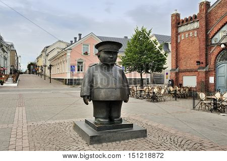 The bronze sculpture Toripolliisi (The Bobby at the Market Place) Oulu Finland