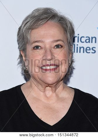 LOS ANGELES - SEP 09:  Kathy Bates arrives to the Stand Up To Cancer 2016 on September 09, 2016 in Hollywood, CA