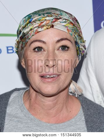 LOS ANGELES - SEP 09:  Shannen Doherty  arrives to the Stand Up To Cancer 2016 on September 09, 2016 in Hollywood, CA