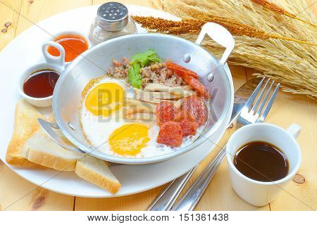 Indochina pan-fried egg with pork and toppings, Breakfast food in Thai style
