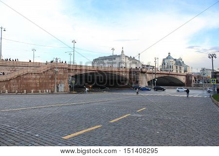 Moscow. View of the Grand Moskvoretsky bridge and Vasilevsky descent