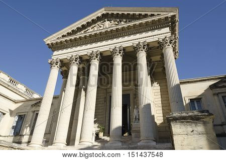 an old courthouse with columns, symbol of justice