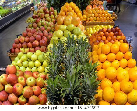 Showcases citrus fruit  iin a big supermarket