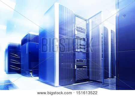 ranks modern supercomputers in the computational data center with blue light
