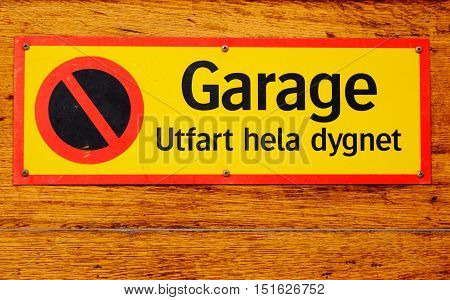 Sign stating that it is no parking driveway with text written in Swedish