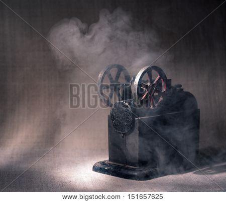 Demo old steam engine at work .