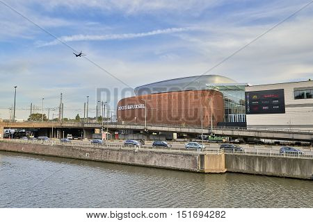 View On The Canal From Brussels And Docks Bruxsel - New Shopping