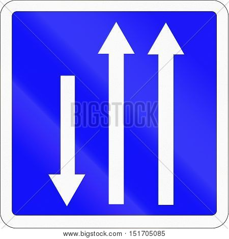 French Informational Road Sign - Available Lanes With Opposing Traffic