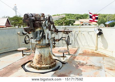 Old big gun anti-aircraft gun on the Royal Thai Navy Remembrance Lhuangprasae Battleship