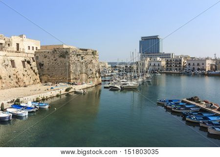 The Castle of Gallipoli has become a destination for thousands of tourists from around the world from Puglia and the Salento but especially for the citizens of the beautiful city which for decades has been traditionally denied to appreciate halls towers t