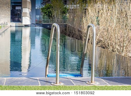 Step ladder into infinity water swimming pool