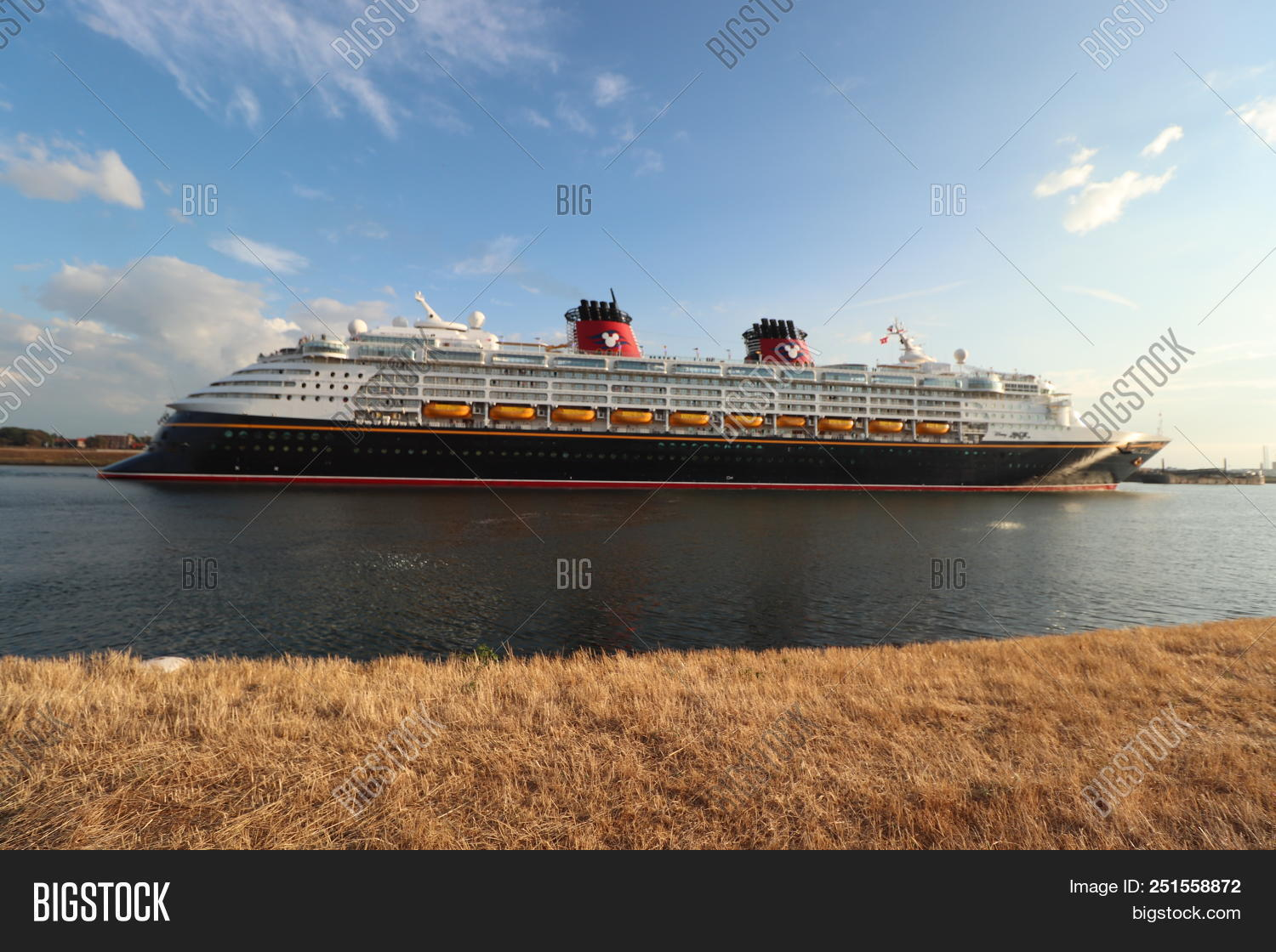 Ijmuiden, The Netherlands - July 30th 2018  Disney Magic Leaving North Sea  Lock, 66e6c3cb24