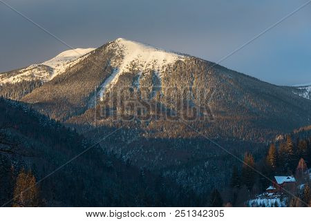 Sunrise Morning Winter Snow Covered Scenery Picturesque Alp Mountain Ridge (ukraine, Carpathian Moun