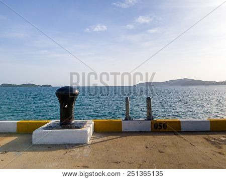 Black Painted Cleat  Use For Mooring Line At Deep Sea Port For Commercial Ships, Offshore Ships And