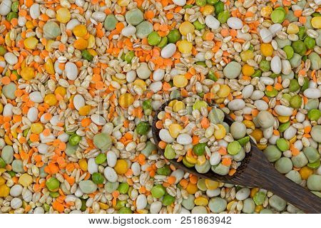 Mix of pearl barley, haricot beans, yellow green split peas, red split lentils, marrowfat peas, brown rice. Soup stew mix with pulses, grains. Rich in fibre, protein.