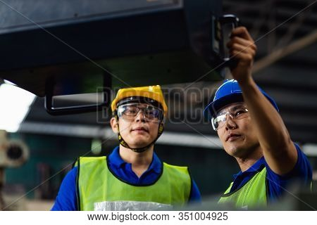 Staff Engineers In Uniforms And Safety Helmet Of Yellow Are Inspecting Work And The Job Training He