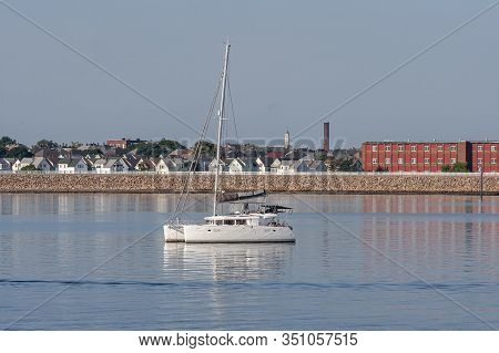 New Bedford, Massachusetts, Usa - July 26, 2019: Peaceful Setting In New Bedford Outer Harbor On Win