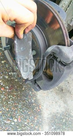 Emergency Repair Of A Broken Brake Pad On The Road With Your Own Hands
