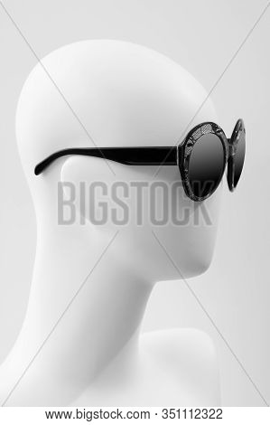 Glasses And Mannequin. Glasses On A Mannequin Close-up. Mannequin Head With Sunglasses.