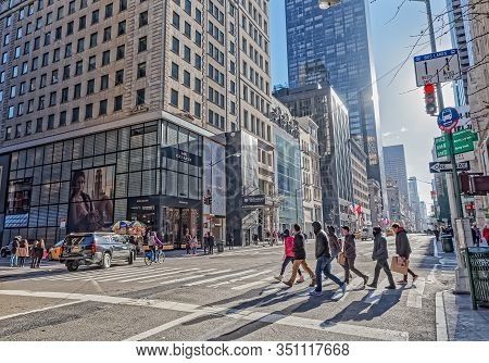 New York, Usa - January 15, 2018: People Walking On Fifth Avenue In Cold Winter Day.