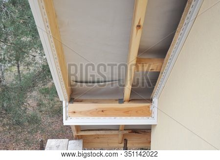 Eaves & Soffit Linings. House Roof Eaves Soffit Installation. Soffit Repair.