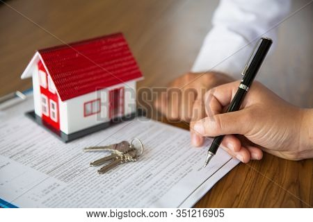 The Red Roof House Is Placed On The Agent's Contract. Contract Contracts, Signatures On Documents, C