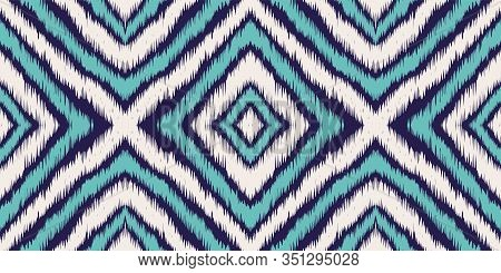 Blue Psychedelic Chevron Vector Seamless Pattern. Graphic Chevron Japan Print. Indonesian Handmade B