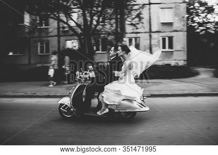 Wedding Groom And Bride Driving Motor Scooter Having Fun,smiling Wedding Couple Riding A On Scooters