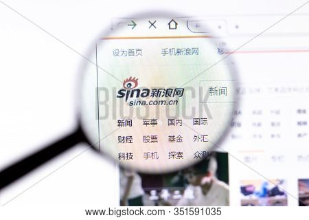 Los Angeles, California, Usa - 18.02.2020: Sina Corp Website Page With Close Up Logo. Sina.com.cn Si