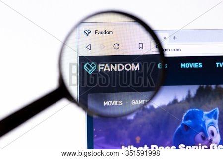 Los Angeles, California, Usa - 18.02.2020: Fandom Website Page With Close Up Logo. Fandom.com Site I