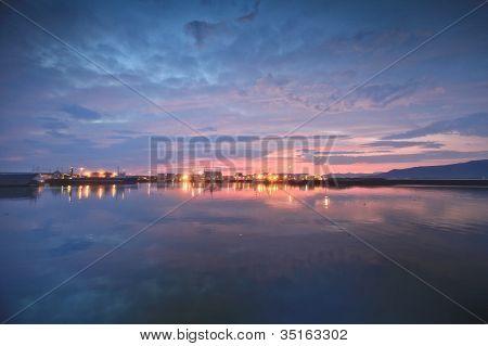 Mitternachtssonne im Hafen
