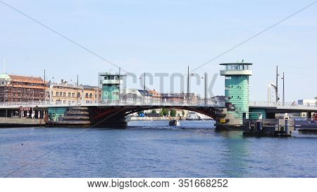 Copenhagen, Denmark - Jul 06th, 2015: Knippelsbro Drawbridge Across The Inner Harbour Of Copenhagen,