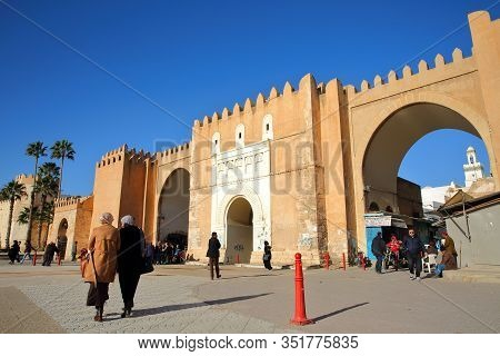 Sfax, Tunisia - December 24, 2019: Bab Diwan, The Main Entrance Gate To The Medina Of Sfax, With Imp