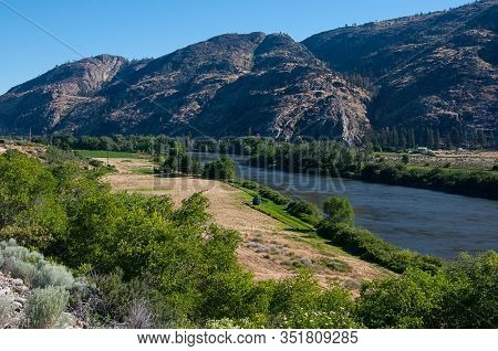 Landscape Valley River Okanogan River Near Omak Washington As The Water Weaves Through The Valley In