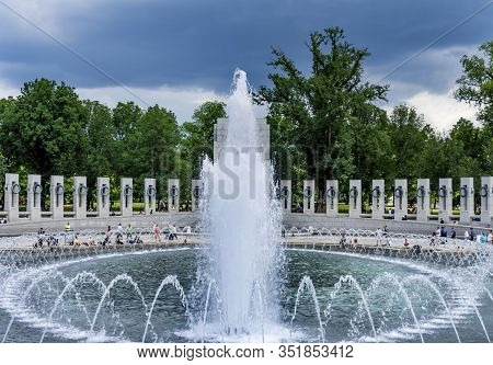 Washington Dc, United States - May 27, 2019 Fountain World War Ii Memorial National Mall Washington