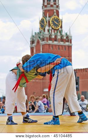MOSCOW - MAY 27: Fighters on canvas in first All-Russian tournament on Russian traditional struggle For Collar during 8th sports forum GTO on Red Square, May 27, 2012, Moscow, Russia.