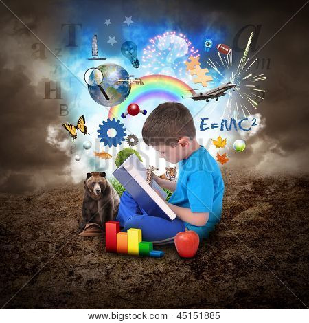 Libro de lectura del niño con objetos de la educación