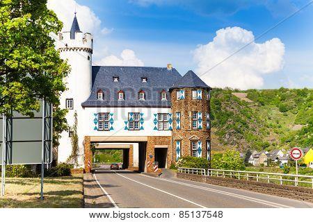House above public road near Untermosel