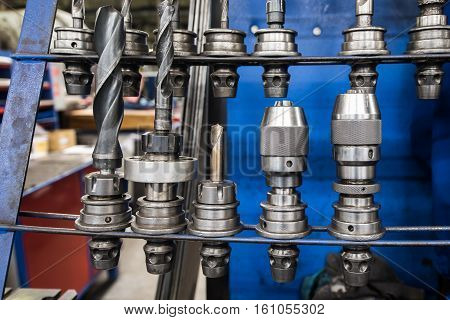 Set chucks milling machines on the bench lathe Milling machine - the specialist for metal cutting