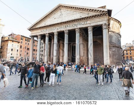 Tourists Near Pantheon On Piazza Della Rotonda