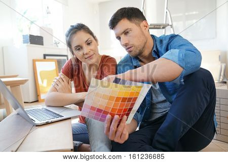 Couple moving in new home, looking for paint colours