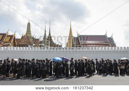 BANGKOK THAILAND - NOV 10 : line up of mourners before walk into Grand Palace while the funeral of king Bhumibol in Grand Palace Adulyadej on november 10 2016