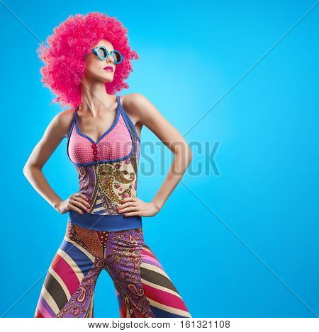 Fashion Model woman, Stylish hairstyle. Fashion Makeup. Cheeky Sexy Model girl, Stylish summer Hipster Outfit. Fashion pose. Trendy Glamour Sunglasses. Playful Afro hairstyle. Party Disco Creative