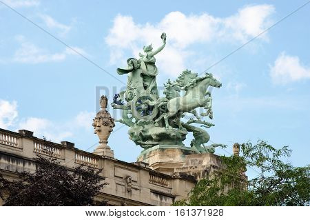 France, Paris - July 30, 2014: Quadriga Decorating The Corners Of The Great Palace Of Fine Arts Faca