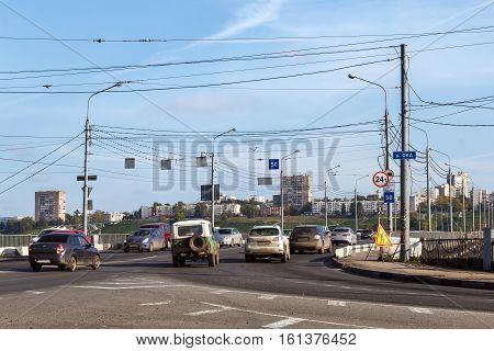 NIZHNY NOVGOROD, RUSSIA - SEP 25, 2016: Traffic on the bridge Kanavinsky in Nizhny Novgorod