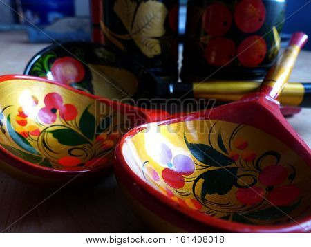 Spoons. Khokhloma-an ancient Russian folk craft, born in the XVII century in the district of Nizhny Novgorod. Traditional elements Khokhloma-red juicy berries of mountain ash and wild strawberries.
