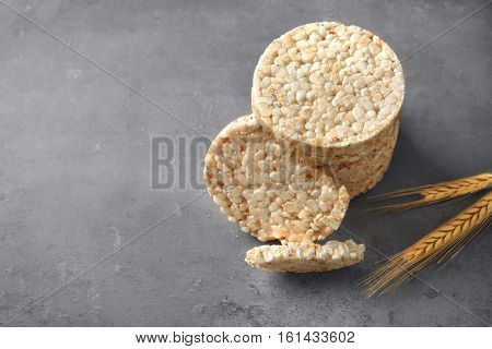 Round rice crispbreads and spikelets on table
